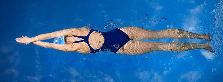 Zwemmen Met Je Lenzen Beter Van Niet Pearle Opticiens Blog