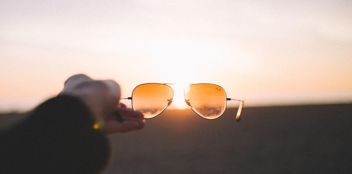 bd39439498bf19 Zonnebril goed schoonmaken met deze 4 tips! – Pearle Opticiens Blog