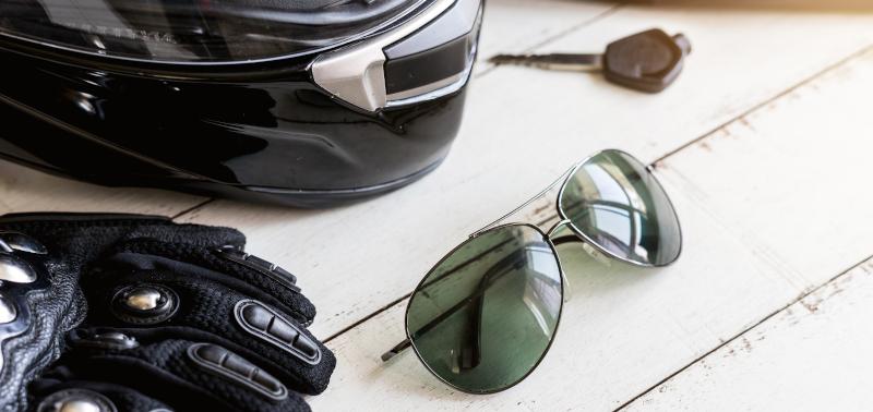 d39692f937daf9 Welke zonnebril is het beste voor op de motor  – Pearle Opticiens Blog