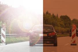 zicht in de auto met en zonder zonnebril